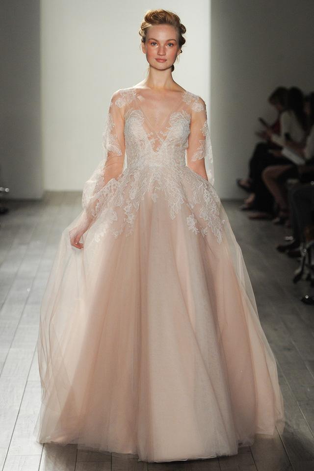 Mê mẩn những mẫu váy cưới vừa đơn giản, vừa sang chảnh - Ảnh 8.