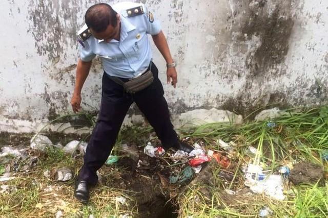 Indonesia truy lùng tù nhân đào hầm trốn trại - Ảnh 1.