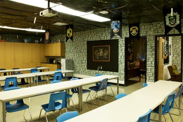 Ngỡ ngàng lớp học được hô biến thành không gian phép thuật trong Harry Potter - Ảnh 11.