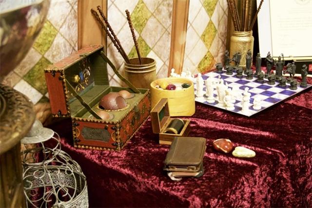 Ngỡ ngàng lớp học được hô biến thành không gian phép thuật trong Harry Potter - Ảnh 7.