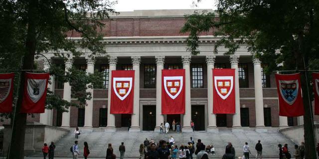 10 trường kinh doanh tốt nhất thế giới: Harvard chỉ xếp thứ 6 - Ảnh 1.