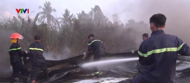 Kiên Giang: Cháy bãi tập kết vật tư, thiệt hại gần 1 tỷ đồng - Ảnh 1.
