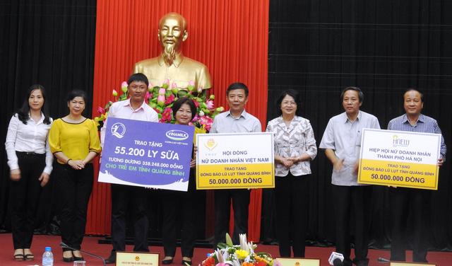 Vinamilk tặng hơn 110.000 hộp sữa cho trẻ em vùng lũ Hà Tĩnh, Quảng Bình - Ảnh 3.