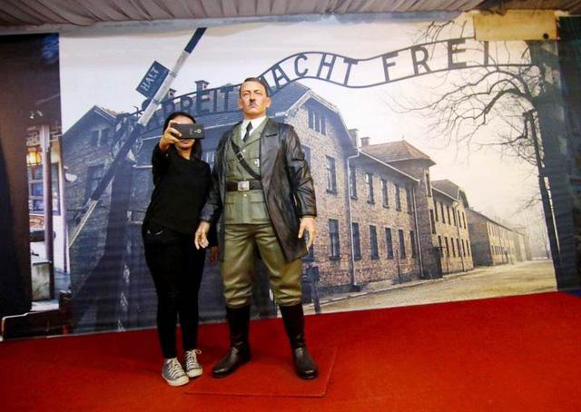 Bảo tàng tại Indonesia dỡ bỏ tượng sáp của trùm phát xít Đức Adolf Hitler - Ảnh 1.