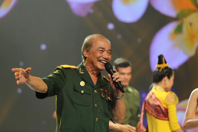 Giai điệu tự hào: NSND Trần Hiếu hát tiếng Lào, ngẫu hứng với vũ điệu Chăm-pa - Ảnh 1.