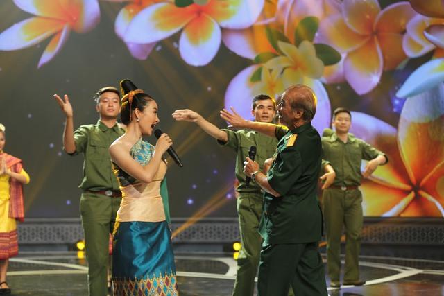 Giai điệu tự hào: NSND Trần Hiếu hát tiếng Lào, ngẫu hứng với vũ điệu Chăm-pa - Ảnh 2.