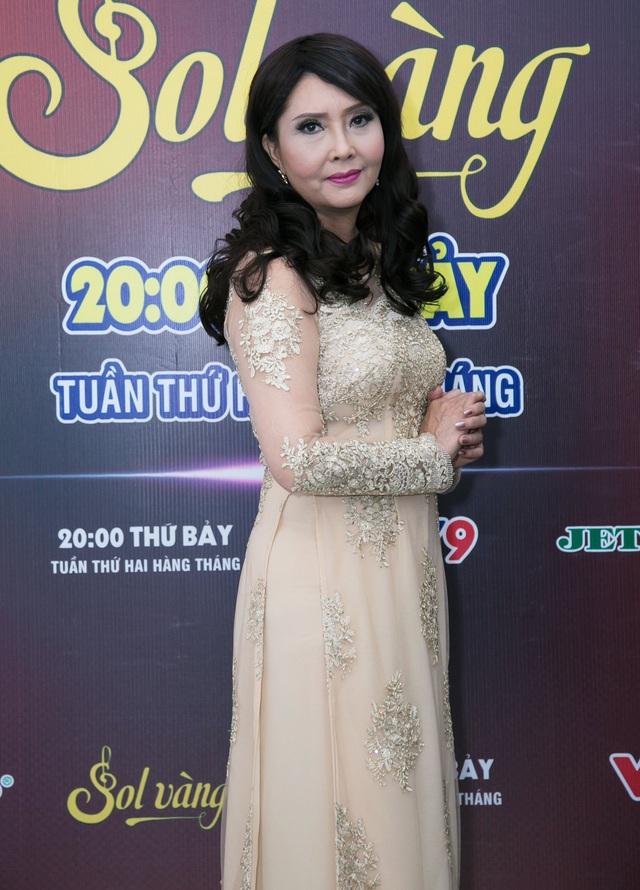 Cựu thành viên Mắt Ngọc khoe vẻ đẹp duyên dáng ở hậu trường Sol Vàng - ảnh 3