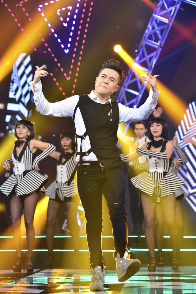 Đàm Vĩnh Hưng hóa bạch mã hoàng tử trong minishow Âm nhạc và Bước nhảy - Ảnh 3.