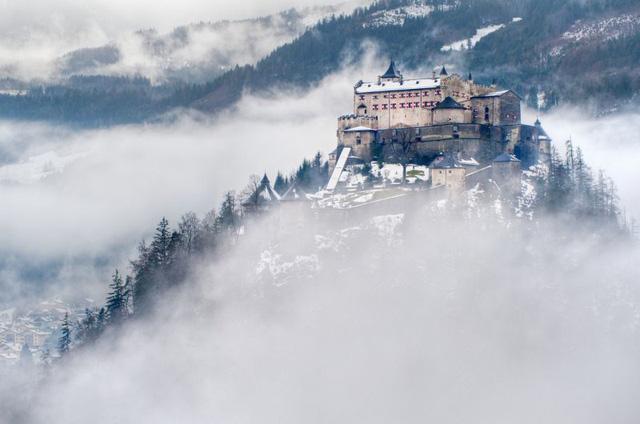 Lâu đài cổ - Một trong những nét đặc trưng của du lịch châu Âu - Ảnh 8.