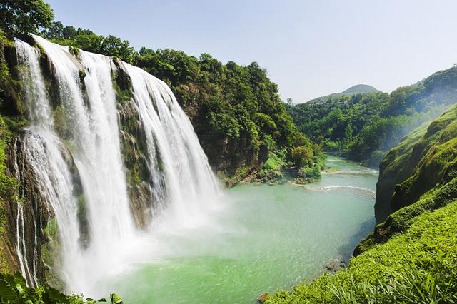Chiêm ngưỡng thác nước hùng vĩ ở Quý Châu, Trung Quốc - Ảnh 1.