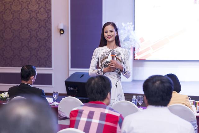 Rút khỏi Hoa hậu Hoàn vũ, Hương Ly bất ngờ trở thành đại sứ Lễ hội ẩm thực năm châu 2017 - Ảnh 1.