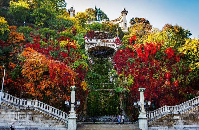Lạc bước trong khung cảnh mộng mơ rực sắc thu ở Budapest - Ảnh 4.