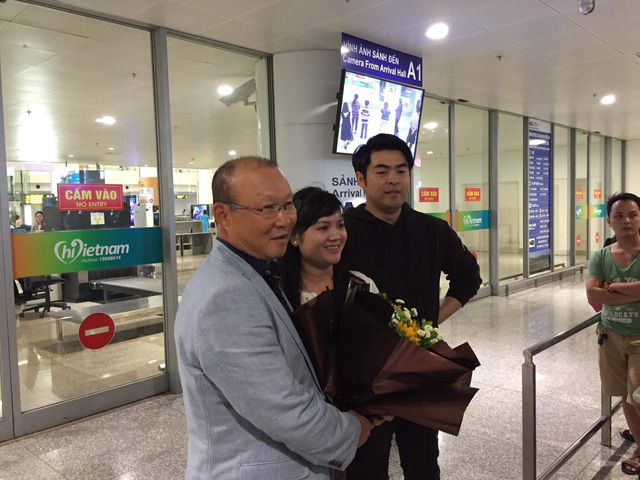 Tân HLV ĐT Việt Nam đã có mặt tại Hà Nội và sẽ dự khán trận gặp ĐT Campuchia - Ảnh 3.