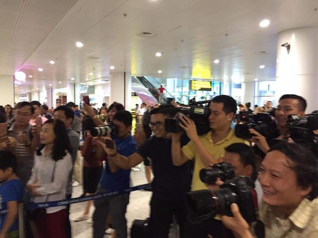 Tân HLV ĐT Việt Nam đã có mặt tại Hà Nội và sẽ dự khán trận gặp ĐT Campuchia - Ảnh 2.