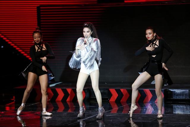 Tung ca khúc mới, Bảo Thy liều lĩnh nhảy trên băng chuyền khiến khán giả thót tim - Ảnh 5.