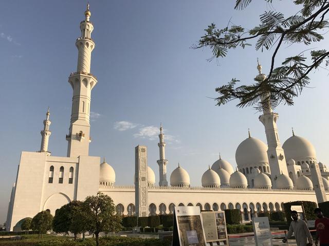 Nhà thờ Hồi giáo Sheikh Zayed (UAE) – Viên ngọc sáng giữa sa mạc - Ảnh 3.
