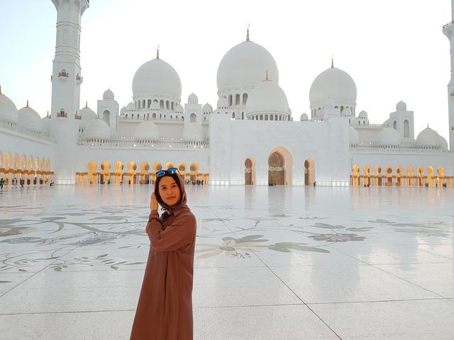 Nhà thờ Hồi giáo Sheikh Zayed (UAE) – Viên ngọc sáng giữa sa mạc - Ảnh 2.
