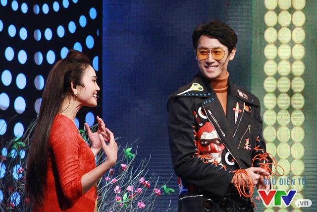 Chàng gà điển trai Rocker Nguyễn xông đất Muôn màu Showbiz - Ảnh 5.