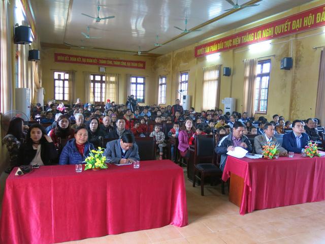 Niềm vui cuối năm dành tặng 70 em học sinh nghèo vượt khó xã Tân Hưng - Ảnh 2.