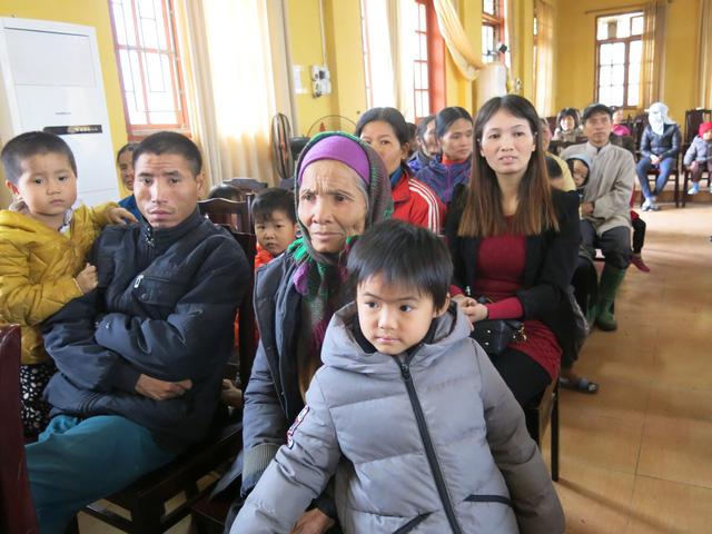 Niềm vui cuối năm dành tặng 70 em học sinh nghèo vượt khó xã Tân Hưng - Ảnh 6.