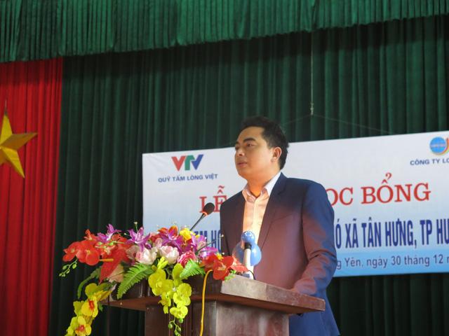 Niềm vui cuối năm dành tặng 70 em học sinh nghèo vượt khó xã Tân Hưng - Ảnh 1.