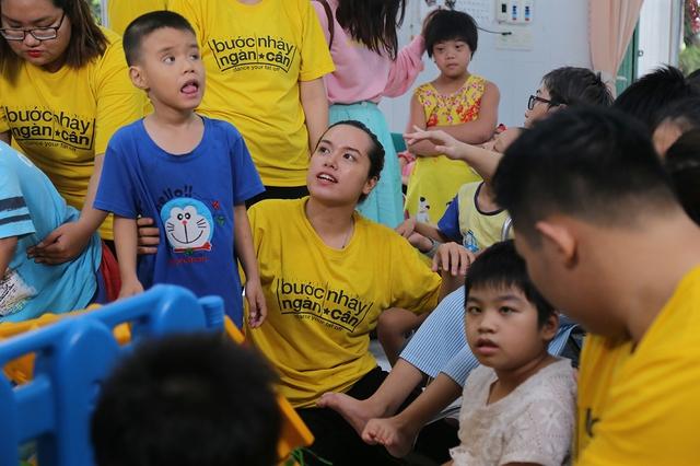 Việt Hương cúi đầu nể phục diễn viên Quốc Tuấn - Ảnh 9.