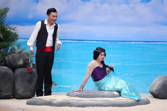 Tự Long hóa thành Hoa hậu lợn biển, đá xoáy khả năng hát live của các ca sĩ - Ảnh 1.