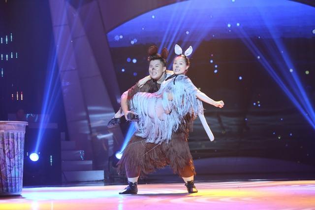Bước nhảy ngàn cân: Việt Hương giàn giụa nước mắt vì thí sinh mắc chứng trầm cảm - Ảnh 3.