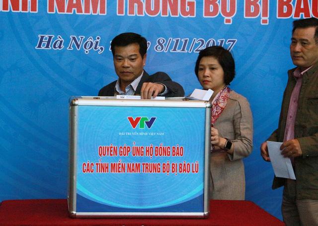 Đài THVN tổ chức lễ quyên góp ủng hộ đồng bào các tỉnh Nam Trung Bộ bị bão lũ - Ảnh 4.