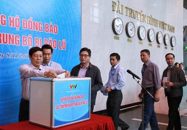 Đài THVN tổ chức lễ quyên góp ủng hộ đồng bào các tỉnh Nam Trung Bộ bị bão lũ - Ảnh 9.