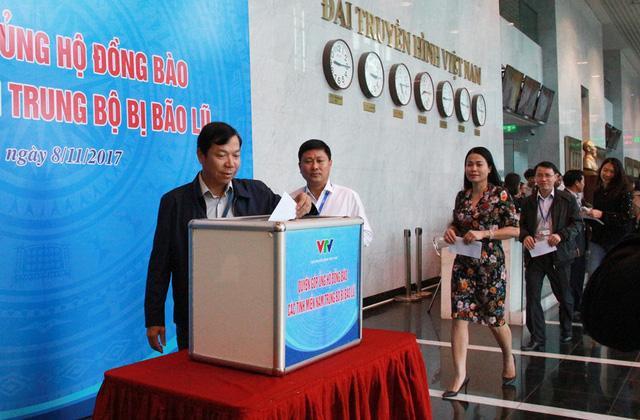 Đài THVN tổ chức lễ quyên góp ủng hộ đồng bào các tỉnh Nam Trung Bộ bị bão lũ - Ảnh 5.