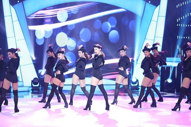 Minh Hằng khoe vòng eo con kiến trong chung kết Bước nhảy ngàn cân 2017 - Ảnh 3.