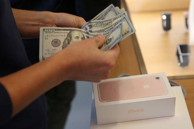 Giới trẻ Mỹ ngày càng chết mê chết mệt iPhone - Ảnh 1.