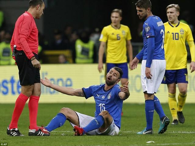 Sau 60 năm, Italia lần đầu tiên vắng mặt ở World Cup - Ảnh 2.