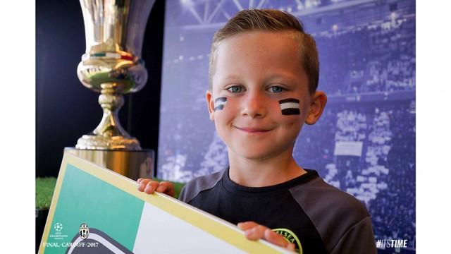 Chùm ảnh: Người hâm mộ háo hức tham dự buổi lễ trưng bày của Juventus tại Cardiff - Ảnh 17.