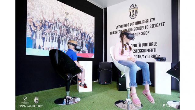 Chùm ảnh: Người hâm mộ háo hức tham dự buổi lễ trưng bày của Juventus tại Cardiff - Ảnh 11.