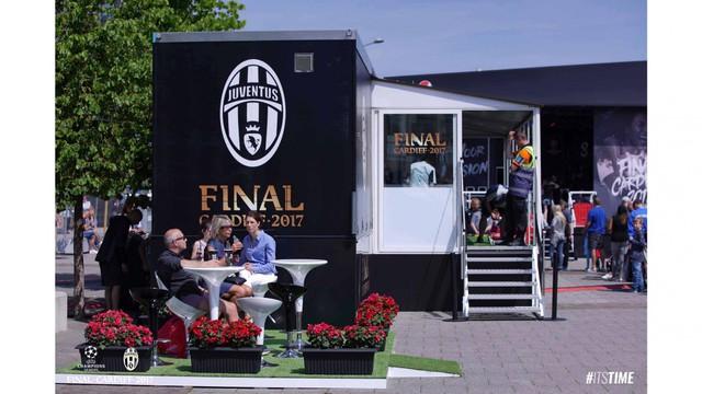 Chùm ảnh: Người hâm mộ háo hức tham dự buổi lễ trưng bày của Juventus tại Cardiff - Ảnh 2.