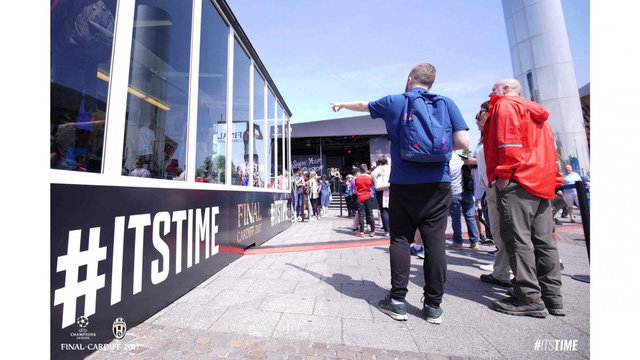 Chùm ảnh: Người hâm mộ háo hức tham dự buổi lễ trưng bày của Juventus tại Cardiff - Ảnh 3.
