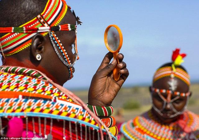 Kenya: Xin phép cha mẹ để quan hệ tình dục với con bằng cách... đeo cườm - Ảnh 1.