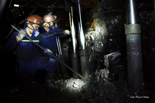 Khoảnh khắc chân thật về cuộc sống của những người thợ mỏ ở Quảng Ninh - Ảnh 14.