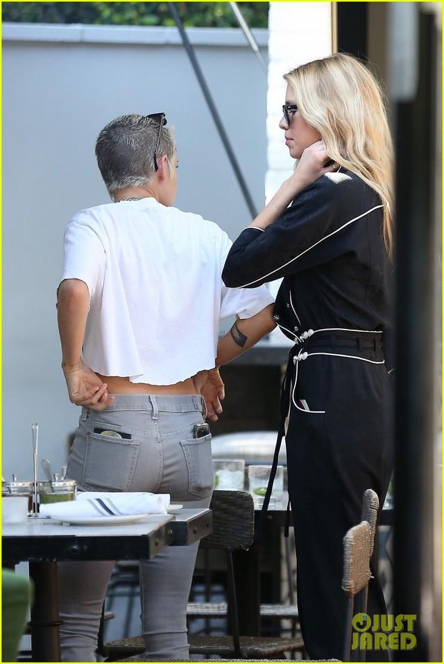 Kristen Stewart cá tính bên bạn gái - Ảnh 3.