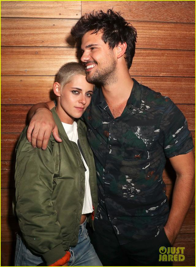 Kristen Stewart cổ vũ người tình tới tận phòng trang điểm - Ảnh 1.