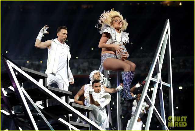 Lady Gaga phá đảo, nhận 6 đề cử Emmy 2017 - Ảnh 13.