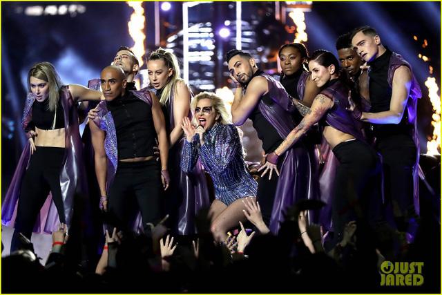Lady Gaga phá đảo, nhận 6 đề cử Emmy 2017 - Ảnh 12.