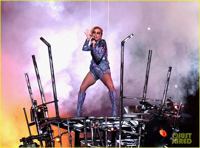 Lady Gaga phá đảo, nhận 6 đề cử Emmy 2017 - Ảnh 11.