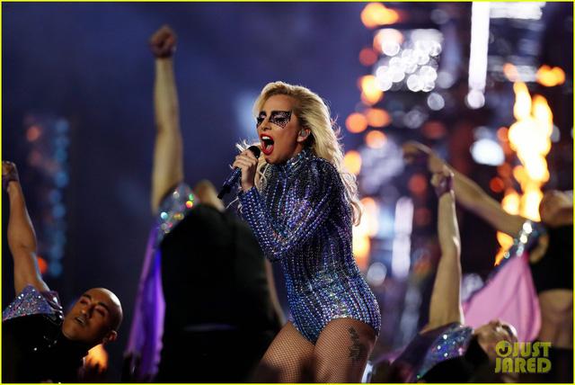 Lady Gaga phá đảo, nhận 6 đề cử Emmy 2017 - Ảnh 9.
