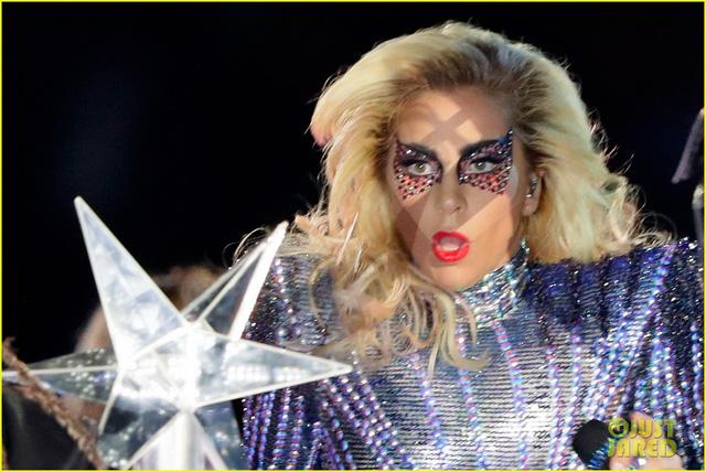 Lady Gaga phá đảo, nhận 6 đề cử Emmy 2017 - Ảnh 8.
