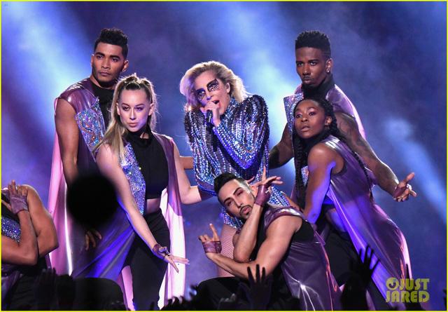 Lady Gaga phá đảo, nhận 6 đề cử Emmy 2017 - Ảnh 4.