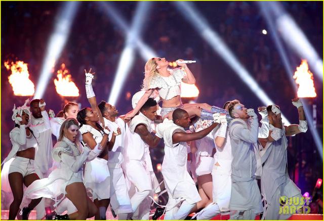 Lady Gaga phá đảo, nhận 6 đề cử Emmy 2017 - Ảnh 1.
