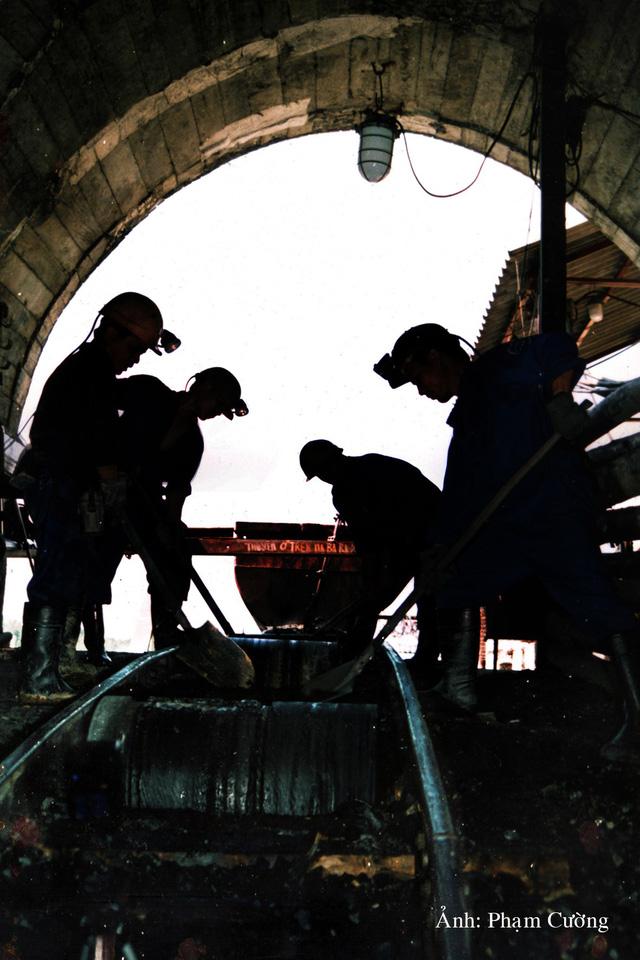 Khoảnh khắc chân thật về cuộc sống của những người thợ mỏ ở Quảng Ninh - Ảnh 20.